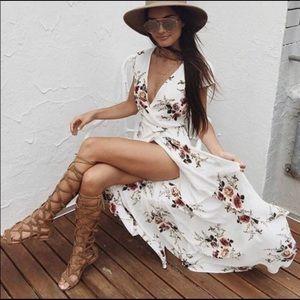 Dresses & Skirts - Floral Wraparound Dress 👗